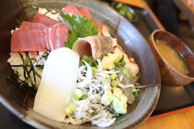 「海鮮丼」@めしやっちゃん