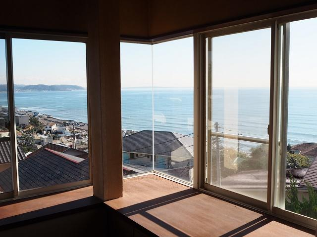 【鎌倉市七里ガ浜】|中古戸建:ご成約|室内から海をワイドビュー