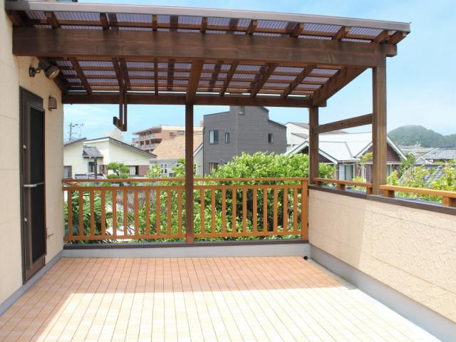 葉山町堀内|中古戸建|7980万円|広い庭でホームパーティー